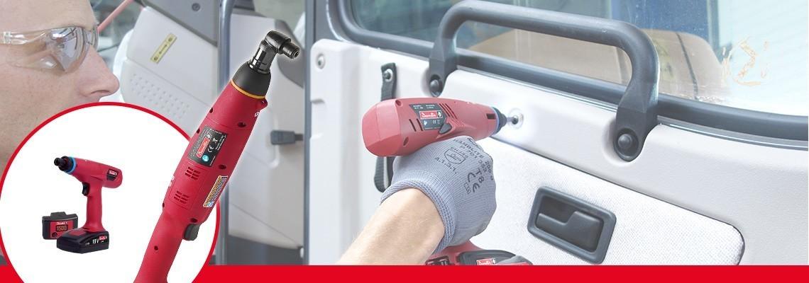 Descoperiţi seria E-LIT de la Desoutter Industrial Tools. Cea mai bună ergonomie pentru scule cu acumulatori şi ambreiaj între 0,4 şi 45 Nm, cu 2 viteze şi software de configurare.